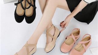 Cách chữa giày rộng thành chật siêu đơn giản cho bạn gái