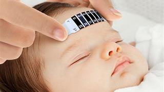 Cha mẹ có biết: Khi trẻ bị sốt có nên đóng bỉm không?