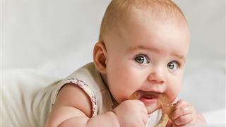Trẻ 3 tháng mọc răng có ảnh hưởng gì không?