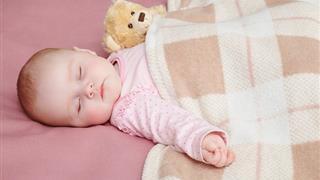 Không đắp chăn cho trẻ sơ sinh, cha mẹ sẽ tránh được mối nguy hiểm trực tiếp này cho con