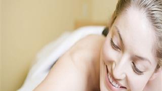 Cách chăm sóc da mặt sau sinh để các mẹ 'trông mòn con mắt'