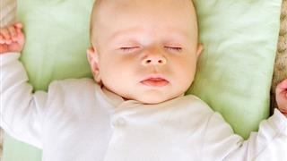 Mách cha mẹ cách kê gối cho trẻ sơ sinh an toàn giúp con tròn giấc ngủ