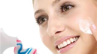 Tìm hiểu bôi kem đánh răng lên mặt có tác dụng gì?